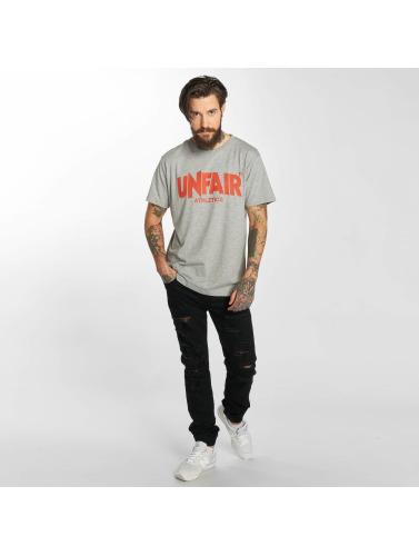 UNFAIR ATHLETICS Hombres Camiseta Classic in gris