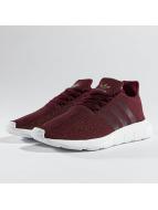 adidas Tennarit Swift Run punainen