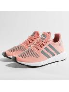 adidas Tennarit Swift Run vaaleanpunainen