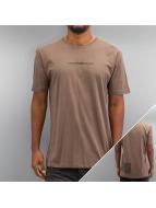 Criminal Damage T-shirtar Now brun