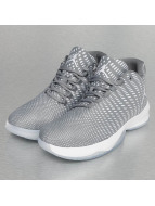Jordan Sneaker B. Fly grau