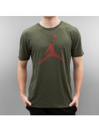 Jordan T-Shirty The Iconic Jumpman oliwkowy