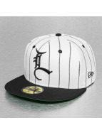 LRG Fitted Cap Stadium bialy