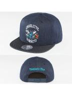 Mitchell & Ness Casquette Snapback & Strapback Raw Denim 3 Tone PU Charlotte Hornets bleu