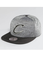 Mitchell & Ness Casquette Snapback & Strapback NBA Space Knit Crown PU Visor Cleveland Cavaliers gris