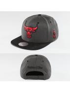 Mitchell & Ness Casquette Snapback & Strapback NBA 2-Tone Chicago Bulls gris