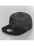 Mitchell & Ness Snapback Cap Resist 3D Arch Chicago Bulls schwarz