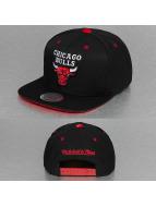 Mitchell & Ness Snapback Cap Solid Velour Chicago Bulls Logo schwarz