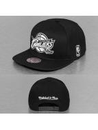 Mitchell & Ness snapback cap Black & White Cleveland Cavaliers zwart