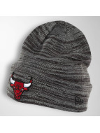 New Era Bonnet Shadow Tech Knit Chicago Bulls gris