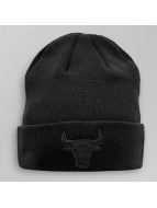 New Era Bonnet NBA Black On Black Chicago Bulls Knit noir