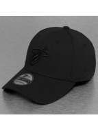 New Era Flexfitted Cap NBA Black On Black Miami Heat 39Thirty èierna