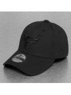 New Era Flexfitted Cap NBA Black On Black Chicago Bulls 39Thirty negro