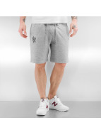 New Era shorts Team Apparel NY Yankees grijs