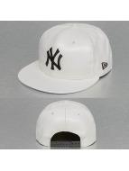 New Era Snapback Cap INJ faux Leather New York Yankees weiß