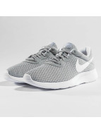 Nike Baskets Tanjun gris