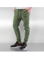 Nike Jogginghose Tech Fleece grün