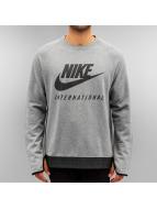 Nike Pullover International grau