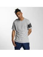 Nike T-paidat NSW Hybrid harmaa