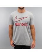 Nike T-Shirt Embroidery JDI grau