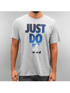 Nike t-shirt NSW Just Do It Photo grijs