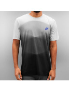 Nike T-Shirt NSW TB AM95 AOP gris