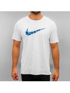 Nike T-Shirt Swoosh Print Fill weiß