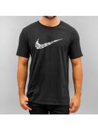 Nike t-shirt Swoosh Print Fill zwart