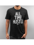 Nike t-shirt NSW All Time Hustle zwart