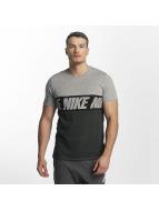 Nike t-shirt AV15 Black Repeat zwart