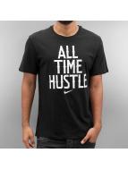 Nike T-skjorter NSW All Time Hustle svart