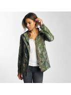 Only Демисезонная куртка OnlSlip зеленый