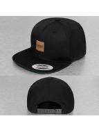 Urban Classics Snapback Cap Leather Patch schwarz