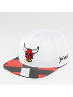 Who Shot Ya? Snapback Cap Bullpower weiß