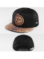 Yums Snapback Cap Outline black