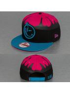 Yums Snapback Cap New Era Fallin Black Tag pink