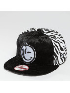 Yums Snapback Cap New Era Wildlife schwarz