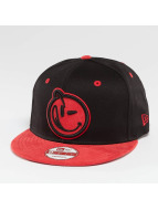 Yums Classic Suede Outline Snapback Cap Black/Red S