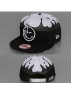 Yums Snapback Cap New Era Fallin Black Tag white