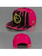 Yums Snapback Caps New Era Drenched Black Tag czarny