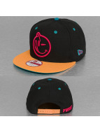 Yums Snapback Caps New Era Classic musta