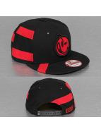 Yums Snapback Caps New Era Straight Black Tag musta