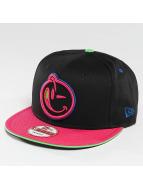 Yums Snapback Caps New Era Classic svart